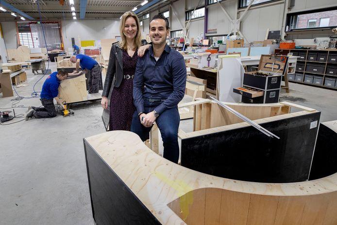 """Holly en Toon Verschuren op de werkplaats: ,,Het is fijn om een tastbaar product te maken."""""""
