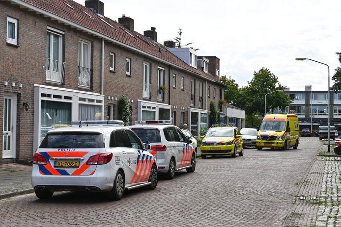 Hulpdiensten bij de Bilderdijkstraat, waar op 19 augustus de 15-jarige Megan werd doodgestoken.