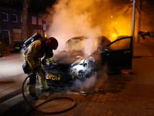 Meerdere voertuigen gaan in Eindhoven en Helmond in vlammen op
