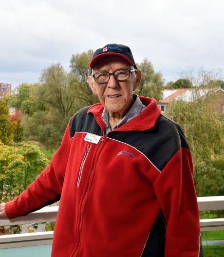 De Waterlijn bestaat 25 jaar, Joop (87) vaart sinds het eerste uur: 'Amersfoort vanaf de gracht blijft speciaal'