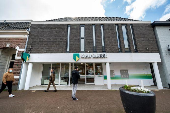 ABN AMRO sluit het filiaal in Elst. Daarmee is de Rabobank in Elst het enige bankfiliaal van de 'grote' banken die nog in de Betuwse dorpen aanwezig is.
