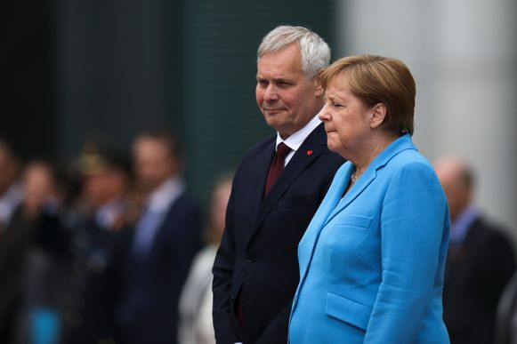 Merkel beefde gedurende lange tijd tijdens het afspelen van de volksliederen. Ditmaal zou ze wel niet zo fel getrild hebben in vergelijking met de twee voorgaande keren.