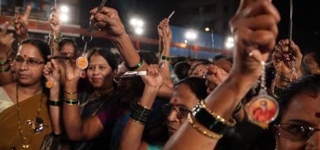 Des couteaux distribués aux Indiennes pour leur sécurité