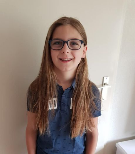 Jan (10) liet 4 jaar zijn haar groeien voor stichting Haarwensen, daarna ging de schaar erin