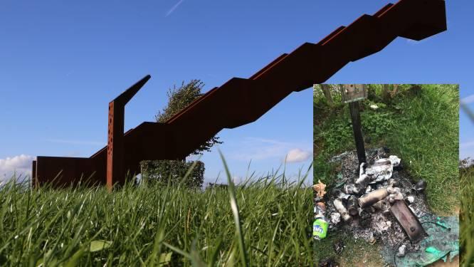 Vlooybergtoren niet enkel trekpleister voor toeristen: vandalen steken vuilnisbakje in brand