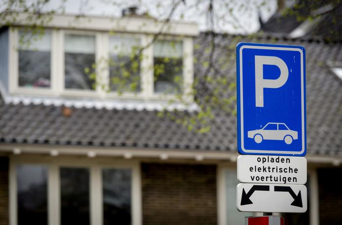 Meer Oplaadpalen Nodig Voor Elektrische Auto In Hengelo Hengelo