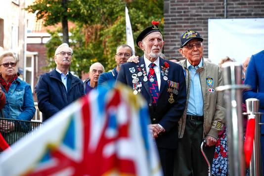 Eindhoven opening herdenkingsboom veteranenhuis