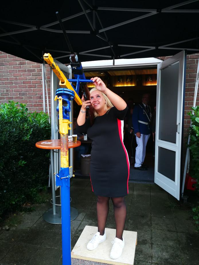 Mandy Neienhuijsen als nieuwe Koningin Vriendenkring Leuth.
