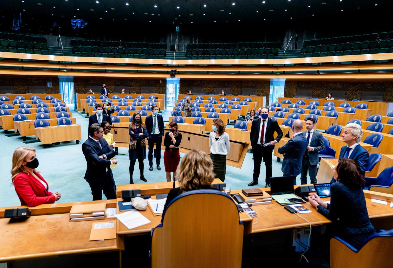 Fractievoorzitters in gesprek met kamervoorzitter Vera Bergkamp in de Tweede Kamer tijdens een debat over de ontwikkelingen rondom het coronavirus. Beeld ANP