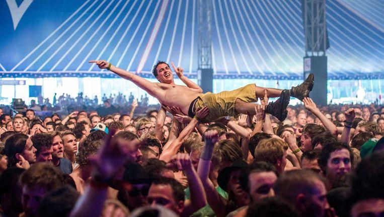 Fans van de Amerikaanse rockband Limp Bizkit tijdens de eerste dag van Lowlands. Beeld anp
