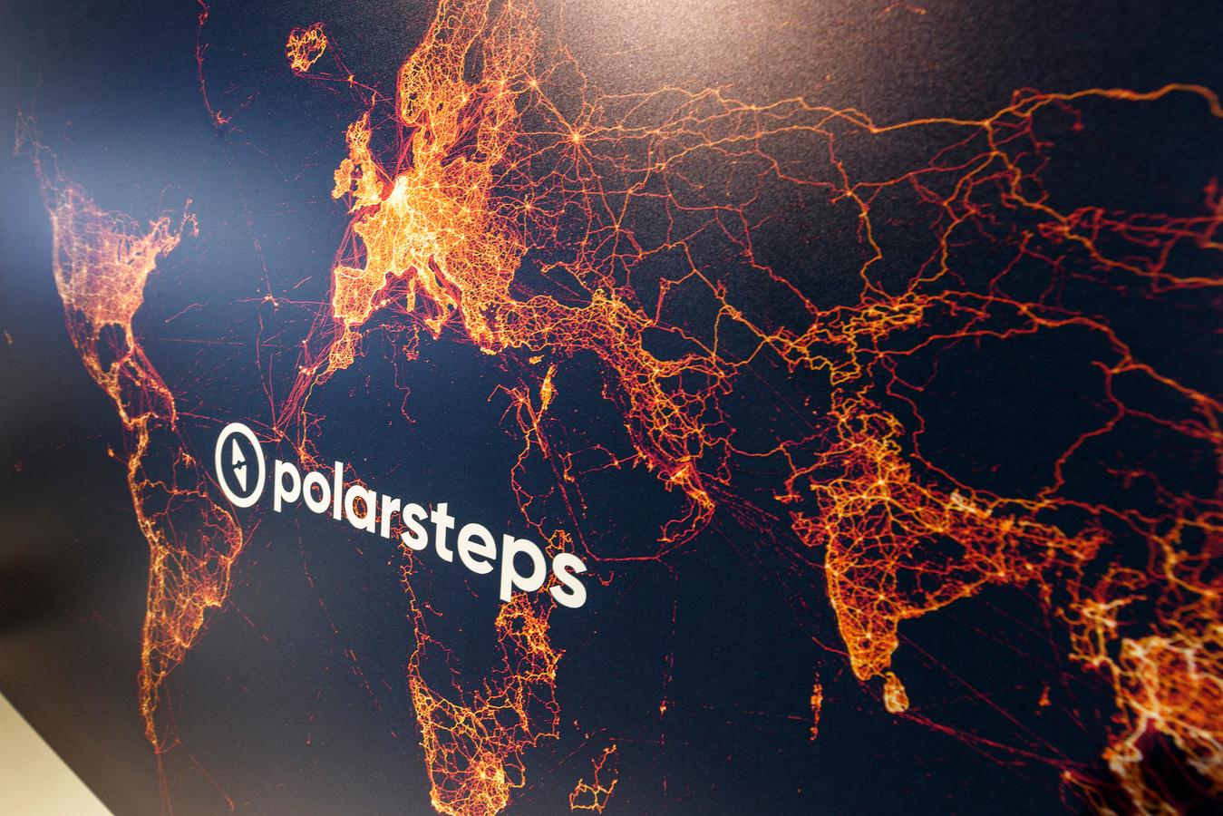 Zet alle punten waar Polarsteps gebruikers zijn geweest op een zwarte achtergrond en de wereldkaart ontstaat. Nederland en Europa zijn het populairst, in Centraal Afrika, Rusland en Noord-Canada zijn nog maar weinig reizigers met Polarsteps geweest.