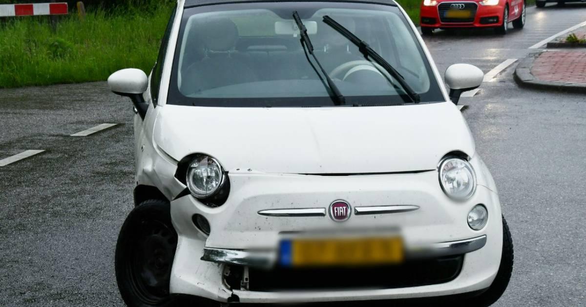 Aanrijding in Enschede: 1 gewonde, hinder voor overig verkeer.