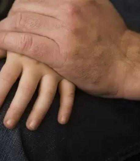 'Hoe kon ik zo stom zijn?': Wijchenaar (70) bekent misbruik van 5-jarige kleindochter