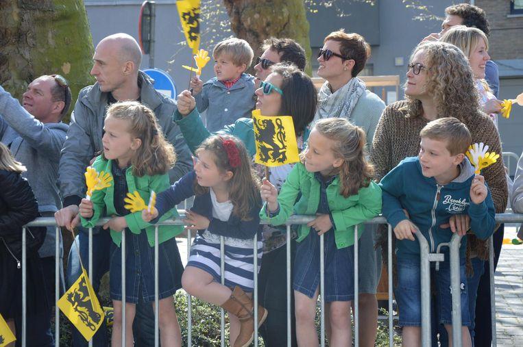 In de Groenlaan stonden heel wat toeschouwers de renners aan te moedigen met klappertjes.
