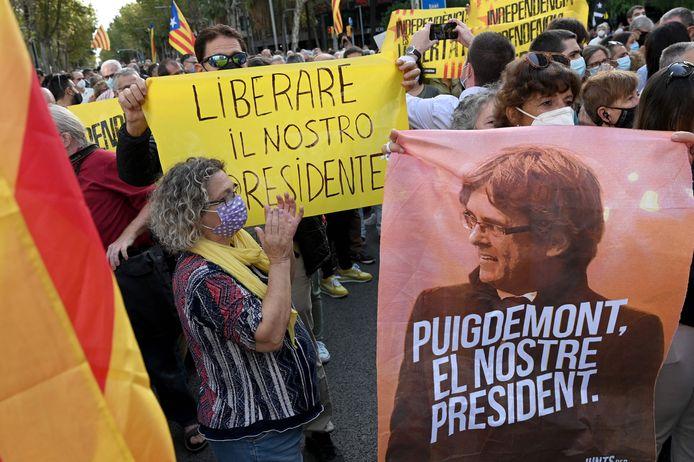 Aanhangers van Carles Puigdemont hebben deze ochtend al gedemonstreerd voor het Italiaanse consulaat in Barcelona.