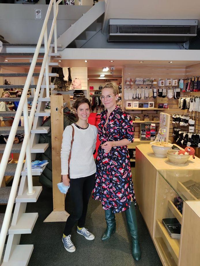 De allereerste editie van 'het Verwenweekend' stond dit weekend op het programma in Poperinge. Het hele weekend lang gaven enkele BV's kleur-en stijladvies bij de deelnemende winkels. Bij De Peperstraat liep je Eline De Munck tegen het lijf.