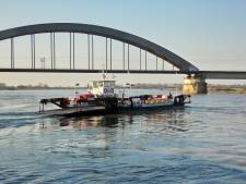 Zware voertuigen geweigerd op Culemborgse pont vanwege laag water