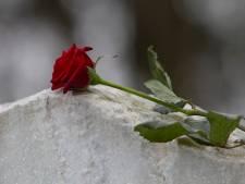 Tholen zoekt rechthebbenden van graven op Stavenisser begraafplaats