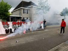 Escharen zwaait 'hun' NEC-rechtsback Bart van Rooij uit met vuurwerk en spandoek