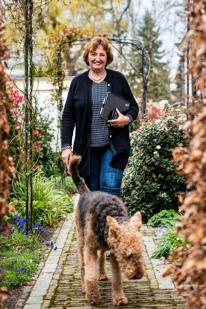 Burgemeester Liesbeth Spies met hond Joep