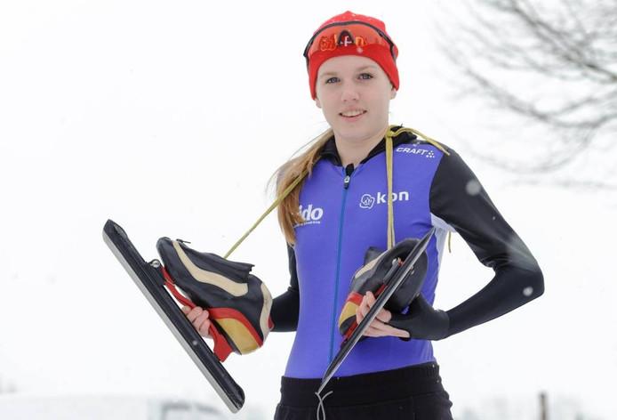 Elisa Dul uit Oene gaat begin februari naar de Nederlandse schaatskampioenschappen voor 14- en 15-jarigen. Onlangs was ze op uitnodigging van de Russische schaatser Guljajev in Kolomna. Na een massastart met negentien deelnemers eindigde ze daar als eerste. foto Hans van de Vlekkert