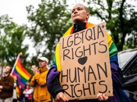 Europese Commissie neemt stappen tegen Hongarije om anti-homowet: 'Een schande'