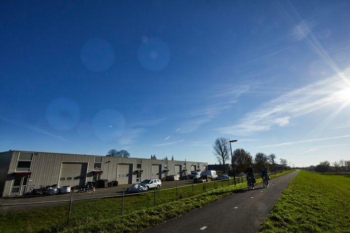 Het bedrijfsverzamelgebouw aan de achterkant van de Marsweg in Zutphen. de ondernemers kregen per ongeluk een corona-korting.