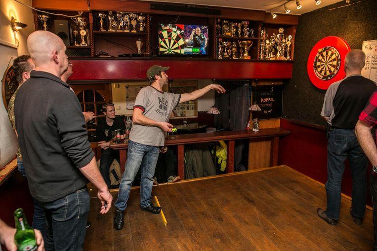 Nederland , Amsterdam ,    Ruysdaelkade 169 , 20171223 .  23 december  2017 . Darts Tournooi in cafe de Biergriet  op de Ruysdaelkade 169 ,                                                                              Foto and copyright Amaury Miller Beeld Amaury Miller