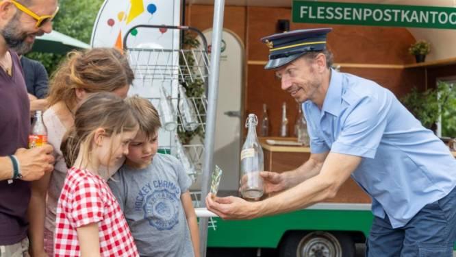 Gezinsbond opent 'flessenpostkantoor' op jaarmarkt