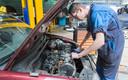 Bij oudere auto's van voor 2000 kan E10 eerder voor problemen zorgen
