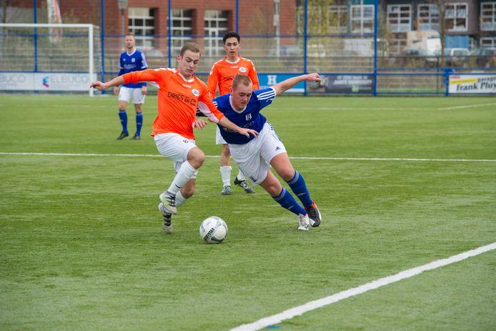OSC'er Ruben Jansen (rechts) op archiefbeeld, hij scoorde zondag 'per ongeluk' tegen Millingen.