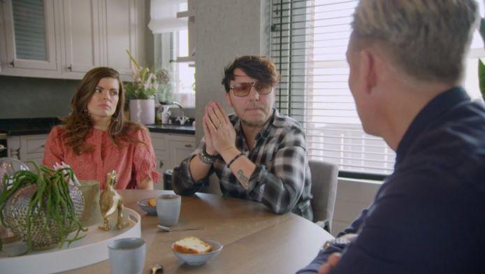 Jan Dulles en zijn vriendin Caroline aan tafel met Art Rooijakkers.