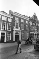 Veemarktstraat 66 (midden), het monumentale huis Witte Wijngaard, waar Wies Dekkers tot september 1940 met haar ouders en zussen woonde en waar Van Gend en Loos gevestigd was.