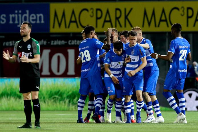 PEC Zwolle viert de treffer van Lennart Thy.