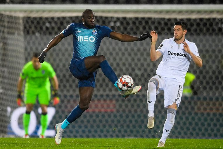 Moussa Marega tijdens de wedstrijd tussen Vitória de Guimarães en FC Porto.  Beeld EPA