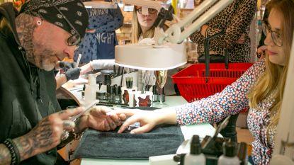 Amerikaanse celibrity-nagelstylist geeft demo's aan Wase beautysector