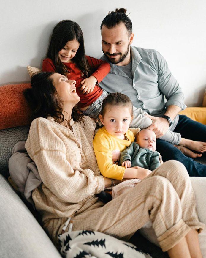 Lara en haar gezin. Een van de weinige foto's die ze van hun 5 hebben.
