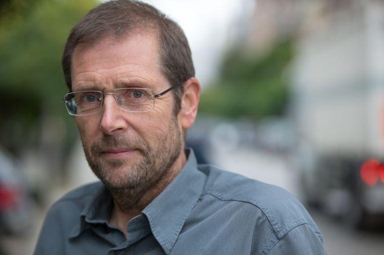 Michel Debruyne is coördinator van armoedeplatform Decenniumdoelen. 'Ik schat dat de coronacrisis ertoe zal leiden dat 200.000 tot 300.000 mensen extra in de armoede zullen terechtkomen', zegt hij.  Beeld rv/Joris Herregods
