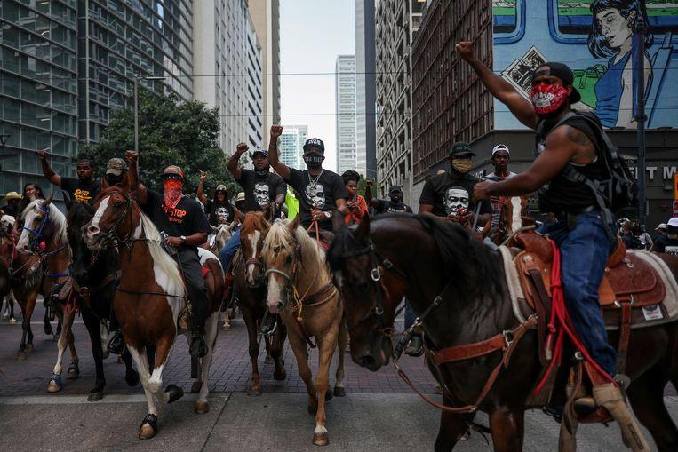 Protest te paard in Houston na de dood van George Floyd.   Beeld REUTERS