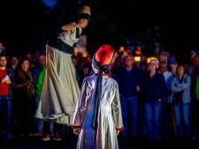 Deventer maakt zich op voor tweede dag Deventer op Stelten; kijk hier beelden terug van vrijdagavond