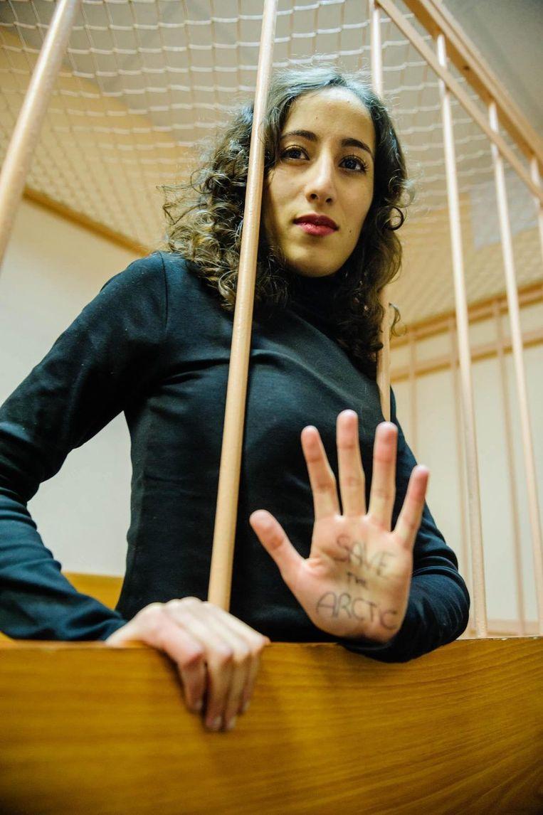 Faiza Oulahsen in de Russische rechtbank op 20 november. Beeld epa