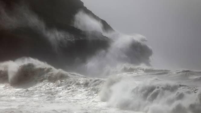 Zeedrone filmt voor het eerst orkaan van binnenuit
