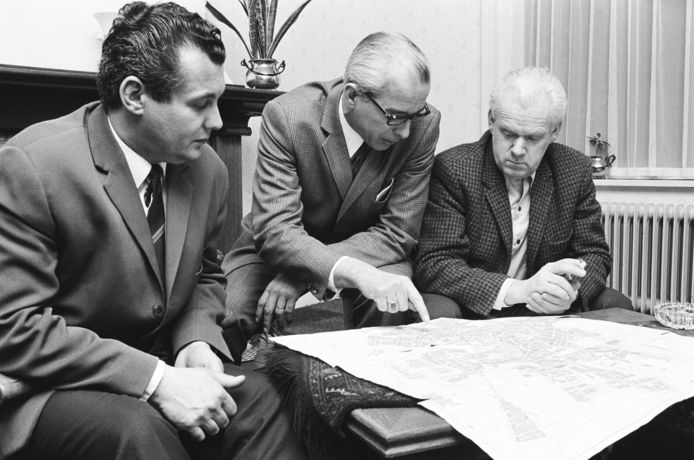 De mannen die de Omloop van de Baronie groot maakte, en hem ook weer lieten verdwijnen. Vlnr: secretaris Mart van Tilburg, secretaris  Eduard van de Wijngaard en voorzitter en Enrico Petrucco.