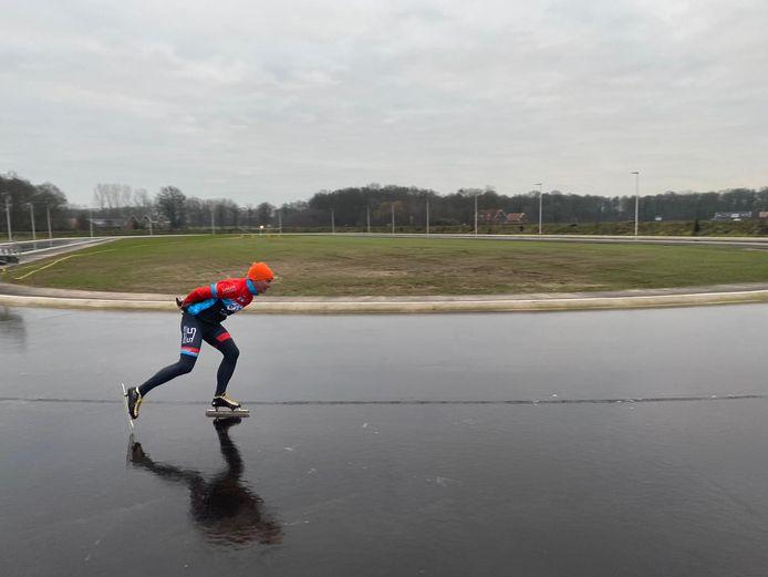 Testritje van Hendrik van Prooije op de nieuwe ijsbaan Winterswijk