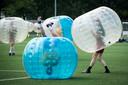 Een van de activiteiten voor de Bredase jeugd tijdens Springbreak in de meivakantie is bubbelvoetbal.
