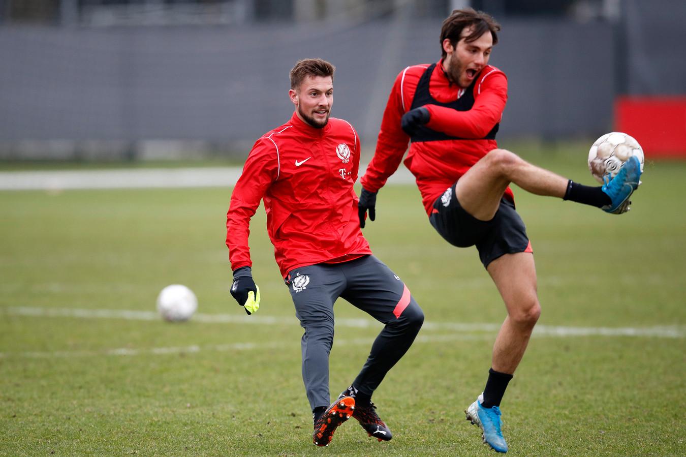 Hidde ter Avest (links) op de FC Utrecht-training.