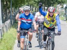 Amerikaanse ambassadeur Pete Hoekstra doet op de fiets Zeeland aan