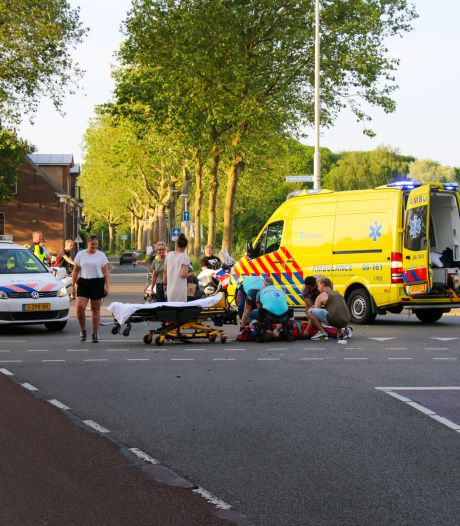 Scooterrijder zwaargewond bij aanrijding in Zutphen