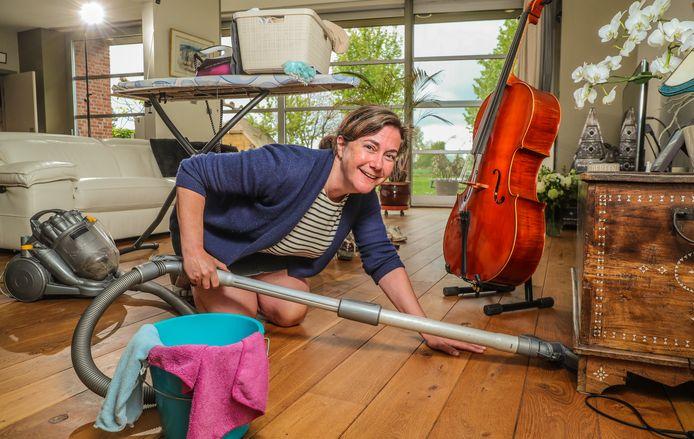 Marjan Pittevils doet aan 'prepoetsen' en gaat nog voor haar poetshulp komt, zelf aan de slag thuis.
