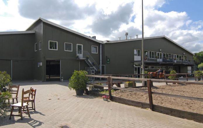 Met bedrijfswoning is manege Langnjan aan De Biesterij in Rijssen interessant voor Nina Hut en Tarik van Boggelen